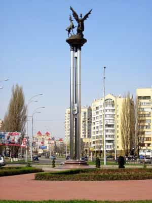 Монумент на площади Сантьяго де Чили.