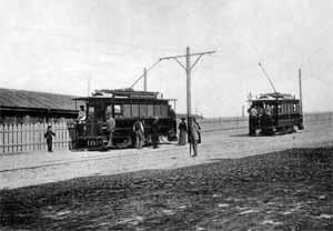 Первые трамваи на разъезде на Александровском спуске.