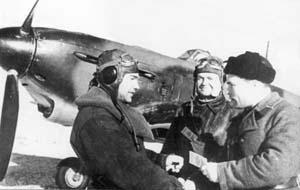 Вручение партбилетов В.Д. Лавриненкову и П.Я. Головачёву (Сталинград, 1942 г.)