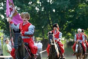 Выступление конного каскадерского казацкого театра на открытии «Мамаевой слободы»