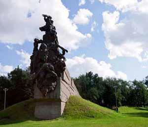 Памятник советским гражданам и военнопленным, расстрелянным в Бабьем Яру.