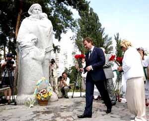Памятник Матери-Вдове.